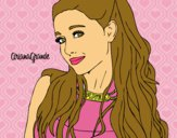 Ariana Grande con collar