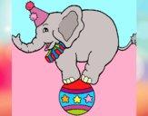 Dibujo Elefante encima de una pelota pintado por GabyMil