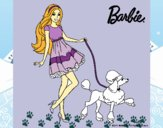 Barbie paseando a su mascota