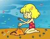 Niña haciendo un castillo de arena