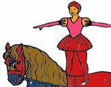 Trapecista encima de caballo